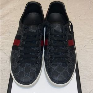 Gucci Shoes. Size: 9 (Gucci size)